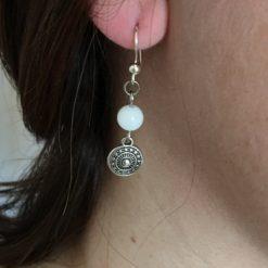 Boucle d oreille femme perle agate blanche et pendentif métal